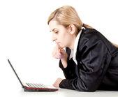 Ler affärskvinna med laptop — Stockfoto