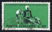 Motociclistas y ciclistas — Foto de Stock