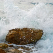 Wave covered the rock — Stock Photo