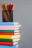 在堆栈上的书籍铅笔 — 图库照片