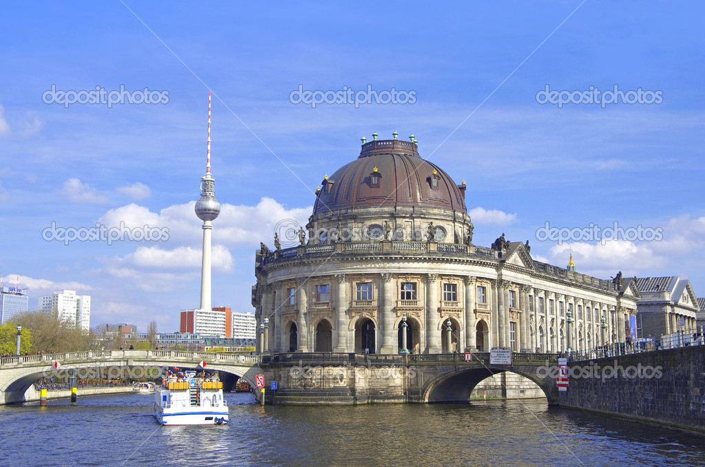 Museum island in berlin mitte wirth river spree germany — Stock Photo #10923270