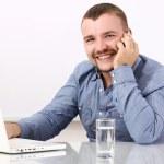 empresario feliz hablando por celular — Foto de Stock