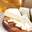 Wine and fresh cheese — Stockfoto