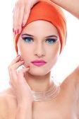 Mujer hermosa en chal naranja — Foto de Stock