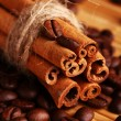Cinnamon sticks and coffee beans - Foto de Stock