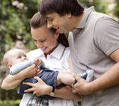 Happy family get stroll in the park — Stock Photo