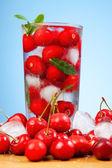 樱桃饮料的冰 — 图库照片