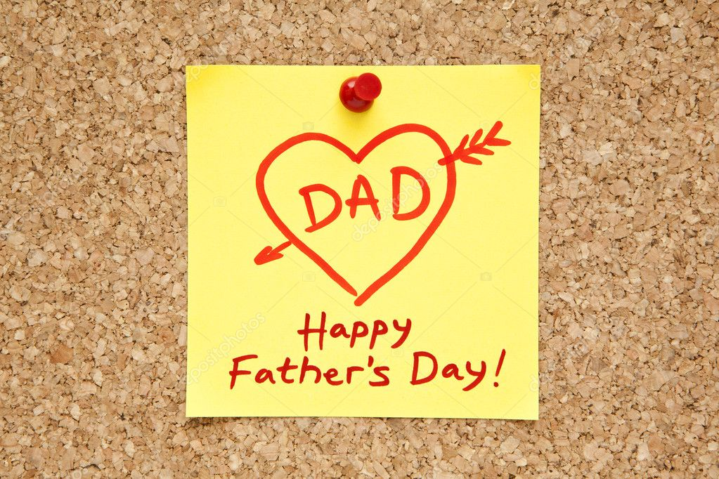 Sticky note with Happy Fathers Day on a cork bulletin board. — Stock Photo #10774490