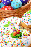 Easter eggs and cakes — Stock Photo