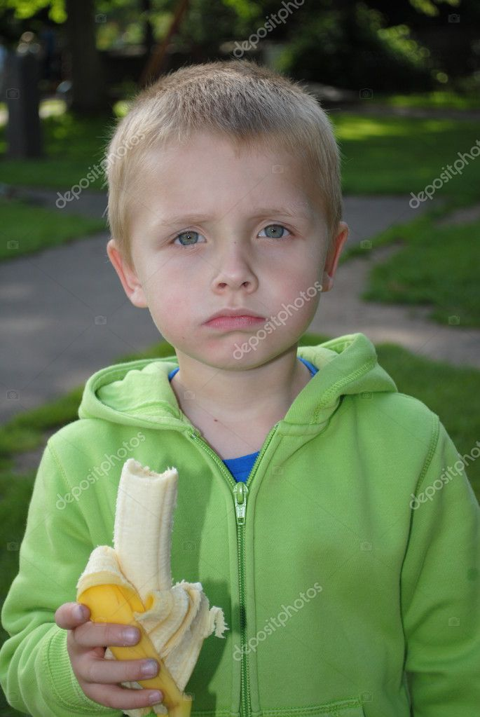 Child eating banana in the park — Stock Photo #11596715