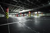 Estacionamento interior no subsolo de garagem — Foto Stock