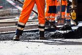 Construction de routes, travailleur avec pelle — Photo