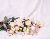 Beautiful bridal flowers with perfume bottles and eyeshadow — Stock Photo