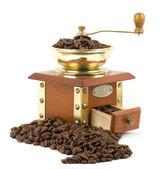 Macinacaffè vintage con chicchi di caffè su fondo bianco — Foto Stock