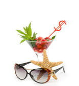 Classic Mojito with strawberry, sunglasses and starfish on a white background — Stock Photo