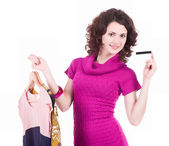 Felice donna dello shopping con carta di credito e nuovi abiti — Foto Stock