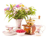 Vintage elegant teacups, raspberry and flowers — Stock Photo