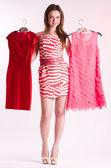 Glad ung shopping kvinna med nya klänningar — Stockfoto