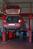 Car on repair — Stock Photo