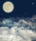 Grandes nuvens e lua cheia — Fotografia Stock