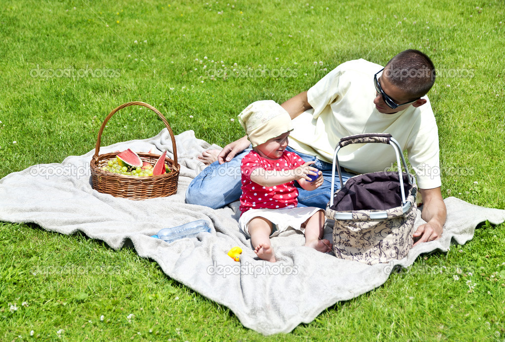 Baby with father on Picnic — Stock Photo #11835291