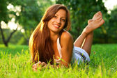 Pretty smiling girl relaxing outdoor — Стоковое фото