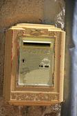 Staré žluté postbox — Stock fotografie