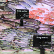 Trouts, mackarels and goatfish on fish market — Stockfoto