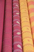 市場の屋台のプロバンスの繊維をロールします。 — ストック写真
