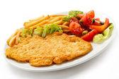 Chuleta de cerdo, patatas fritas y verduras — Foto de Stock