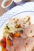 Schweinefleisch mit Gemüsepflanzen — Stockfoto