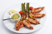 Shrimps with asparagus — Stock Photo