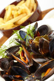 Mussels with french fries — Stockfoto