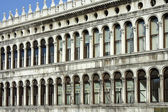 Ein fragment des gebäudes des alten basilica in venedig — Stockfoto