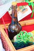 Piknikový koš - ovoce, chléb a víno — Stock fotografie