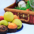 Picnic basket - fruits, muffins — Foto Stock