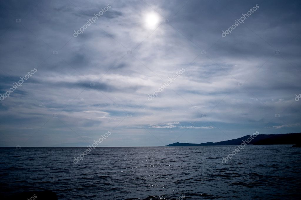 Sun through stormy clouds over the sea — Stock Photo #11073042