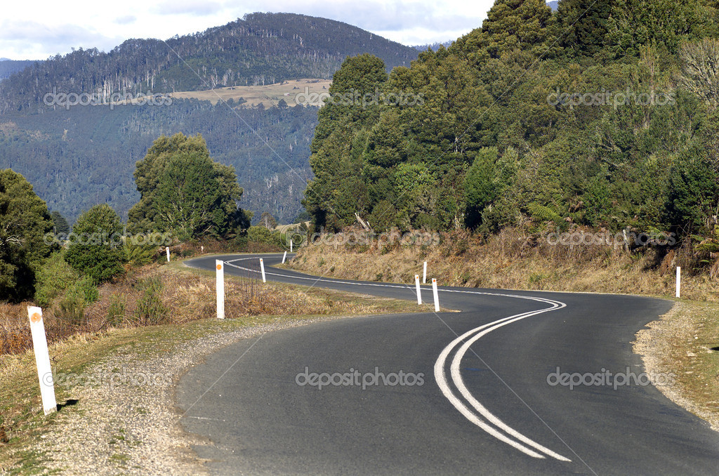 Road winding through the East Coast of Tasmania, Australia — Stock Photo #11985617