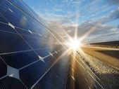 Estación de energía solar - energía fotovoltaica — Foto de Stock