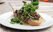 Creamy Cheese Mushroom Bruschetta with Watercress — Stock Photo