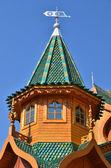 Azotea de la torre de madera palacio del zar en moscú, rusia — Foto de Stock