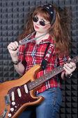 Girl wiht guitar — Stock Photo