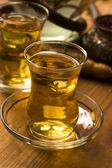 Taza de té turco y sirvió en el estilo tradicional de la cachimba — Foto de Stock