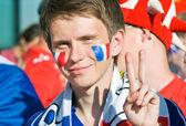 Heyecanlı genç adam futbol fan portresi — Stok fotoğraf
