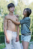Conflict and emotional stress in young couple relationship outdoors — Stock Photo