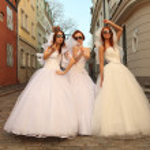 Running brides — Stock Photo #11309630
