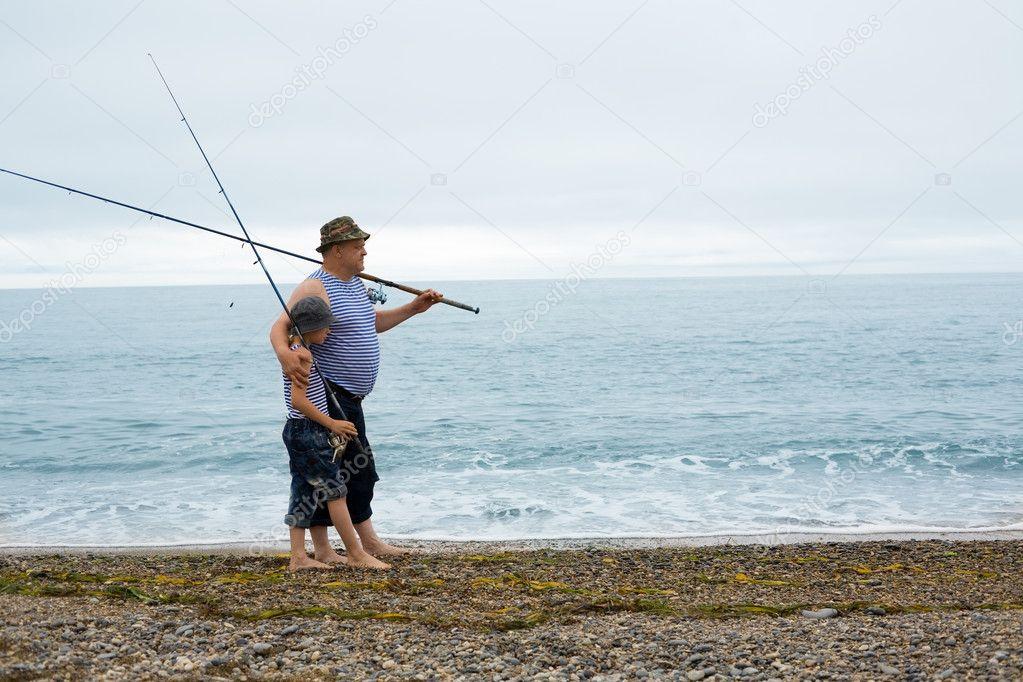 едет в рыбалку на автобусе старичишка папа равным образом  потомок в рыбалку