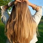 mladá žena s blond vlasy — Stock fotografie