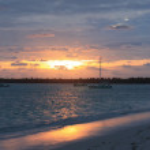 Beautiful tropical sunset over the sea — Stock Photo