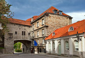 Old city in Tallinn, Estonia. Big Sea gate — Stock Photo